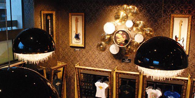布达佩斯的Hard Rock Café内的Ozero, Manooi Crystal Chandeliers